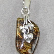 Amber pendant with leaf